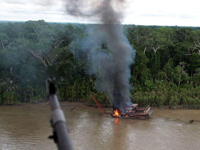 Peruvian military destroy mining dredges on Madre de Dios