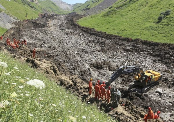 Landslide hits iron ore mine in Xinyuan